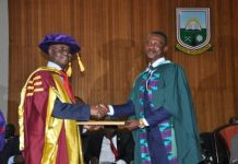 Prof Jonas Addai Mensah presents Prof Jonas Addai Mensah Excellence award to Emmanuel Aboa Boateng