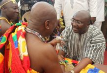 Dr Bawumia exchanging pleasantries with Togbe Afede