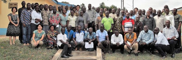 Group-picture-of-JICA-and-GIDA-officials-with-some-selected-farmers