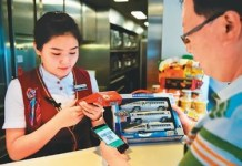 Person buying a high-speed rail ticket via mobile devices. (Photo by People's Daily Online)