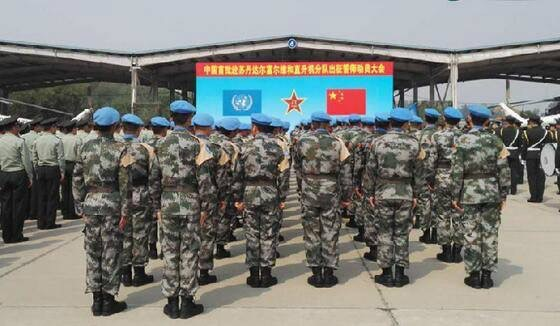 A Chinese peacekeeper is in peacekeeping operation. (Photo by the Chinese peacekeeping helicopter detachment)