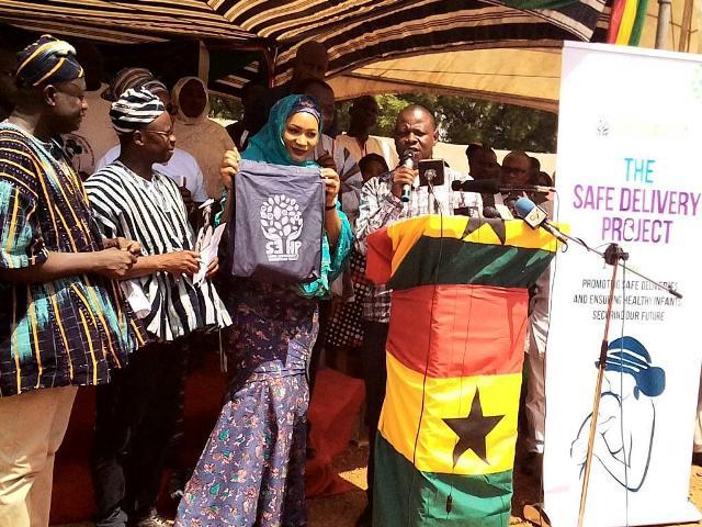 Mrs Samira Bawumia in veil launching the