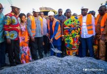 Vice-President Dr Bawumia cutting the sod for the construction of 100 km of Kumasi roads