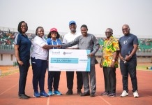 UG Business School Presents Gh₵10k Cheque