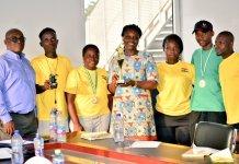 Wheelchair Tennis Team Presents Trophy