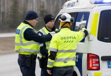 Police officers and a road worker prepare for the blockade on a road in Hyvinkaa, on the northern edge of the Uusimaa region in Finland, March 27, 2020. To prevent the further spread of the coronavirus, the Finnish government on Wednesday launched a plan to block the country's hardest-hit Uusimaa region, which includes the capital Helsinki. The lockdown was expected to start on Friday night under police supervision. (Photo by Matti Matikainen/Xinhua)