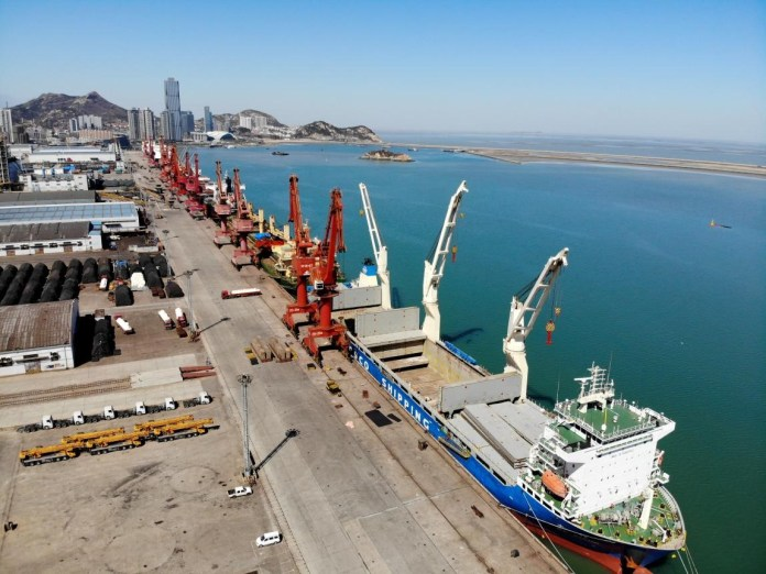 The aerial photo shows vessels loading and unloading cargos at Lianyungang Port, east China's Jiangsu province, March 19. (Photo by Wang Chun, People's Daily Online)