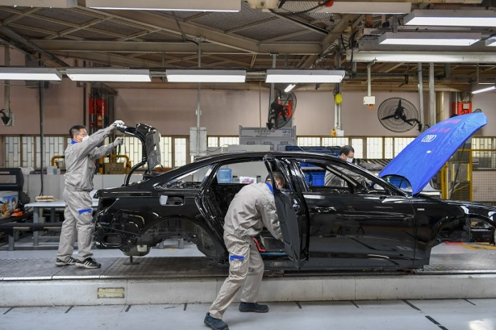 Workers assemble Audi A6 L cars at a workshop of FAW-Volkswagen Automobile Co., Ltd. in Changchun, northeast China's Jilin Province, Feb. 17, 2020. A batch of black-colored Audi A6 L cars rolled off the production line on Monday. As the first batch of new cars produced at the FAW-Volkswagen Changchun base after the outbreak of novel coronavirus, it marked that the FAW-Volkswagen Automobile Co., Ltd., a passenger car joint venture between FAW and Volkswagen AG, officially resumed production. With thorough epidemic prevention and control measures, the joint venture's four major manufacturing bases in Changchun, Chengdu, Qingdao and Tianjin resumed production on Monday. (Xinhua/Zhang Nan)