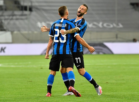 Europa League Quarter Final - Inter Milan v Bayer Leverkusen - Merkur Spiel-Arena, Dusseldorf, Germany - August 10, 2020 Inter Milan's Nicolo Barella celebrates scoring their first goal with Marcelo Brozovic, as play resumes behind closed doors following the outbreak of the coronavirus disease (COVID-19) Pool via Reuters/Martin Meissner