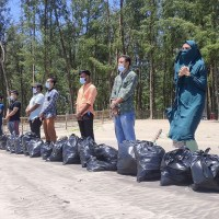 """Youthnet"" is working with authority to clean up the waste at Cox's Bazar beach"