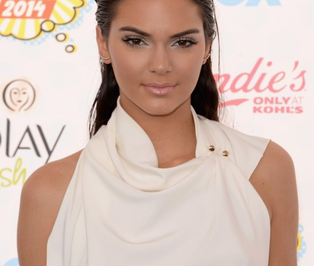 Kendall Jenner Is White Hot At The Teen Choice Awards