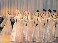 Артисты в национальных костюмах народов Дагестана