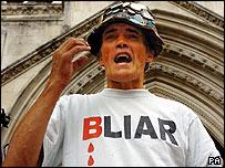 Haw ha defendido su derecho de manifestar frente al Parlamento varias veces.