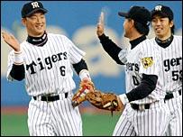 Tomoaki Kanemoto (left) celebrates his record-breaking streak