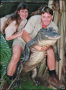 Terri and Steve Irwin with an alligator