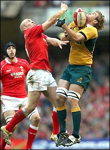 Tom Shanklin and Rocky Elsom contest a high ball