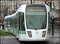 Se ha promovido el tranv�a como una alternativa ambientalmente responsable de transporte.