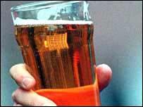 Una o dos bebidas de alcohol al d�a pueden reducir el riesgo de infartos