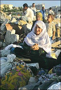 صورة أرشيفية للاجئين فلسطينيين