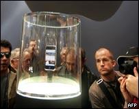 Adoración en el altar del iPhone.