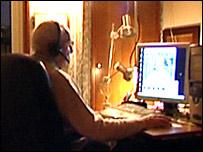 Un ordenador, una webcam y un micrófono es todo lo que necesita para hacerse famoso.