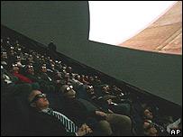 Egiptólogos y arquitectos participaron en Par�s de la presentación con sistema 3D.