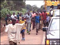 A los niños ruandeses los emociona el cine de su pa�s.