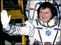 Charles Simonyi se convirtió en el quinto turista espacial de la historia.