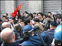 Chinese migrants clash with Italian police in Milan's Chinatown district