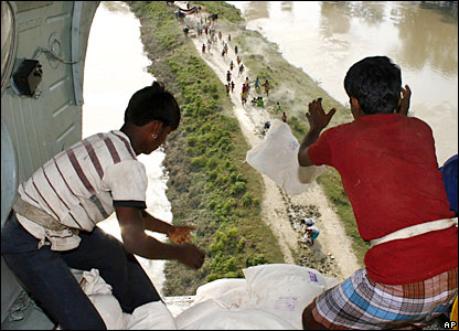 Villagers rush to collect air-dropped aid packages in the northern Indian state of Bihar