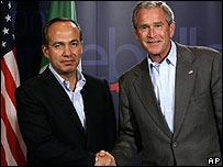 Felipe Calderón y George W. Bush en Montebello, Canadá