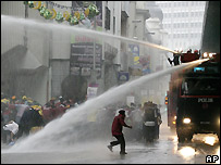 Water cannon spray protesters in Kuala Lumpur  (10/11/2007)