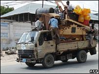 People fleeing Mogadishu (10/11/2007)