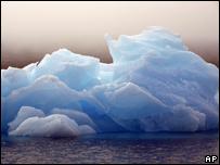 Iceberg flotante en Groenlandia