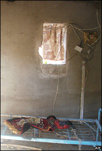 Metal bed connected to electricity supply at the torture facility near Muqdadiya (9 December 2007)