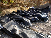 Bodies found in mass graves near the torture facility at Muqdadiya (9 December 2007)