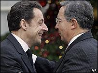 Nicolas Sarkozy y Álvaro Uribe en Par�s