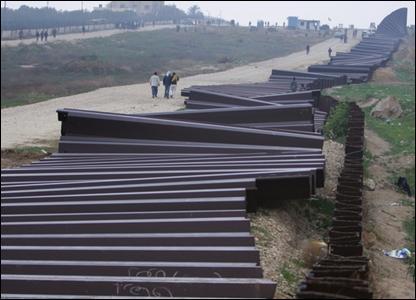 Gaza border wall with Egypt on 23 January 2008