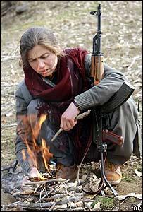 امرأة من متمردي حزب العمال الكردستاني
