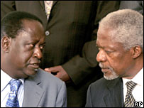 Opposition leader Raila Odinga (L) and Kofi Annan