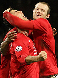 Wayne Rooney congratulates Ronaldo after his goal