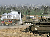 Israel tank guards crossing into Gaza