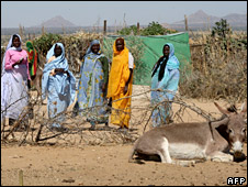 Displaced women from Darfur (17 November 2007)