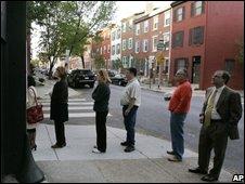 Voters queue during the Democratic primary in Pennsylvania, 22/4/08