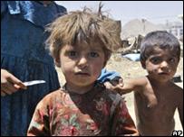 Niños en un campamento de refugiados en Kabul