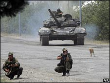 Russian soldiers point their guns at Georgian troops on the outskirts of Gori, 14 Aug