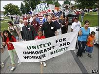 Manifestación en Postville