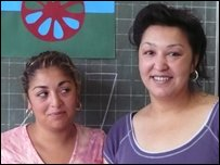 Sinti teaching assistants Manuela and Nadia