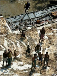 Villagers in Bihar gather relief material dropped by an air force helicopter in Madhubani district on 2 September 2008