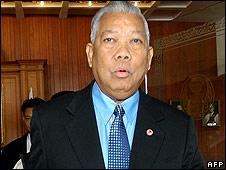 Ousted Thai PM Samak Sundaravej leaves Parliament House in Bangkok on 11September 2008